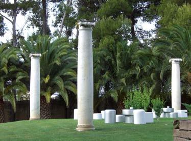 Columnas jardin Masia heretat sabartes.jpg