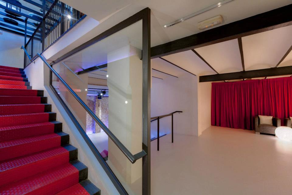 espacios-sala-pergamins-escaleras-.jpg