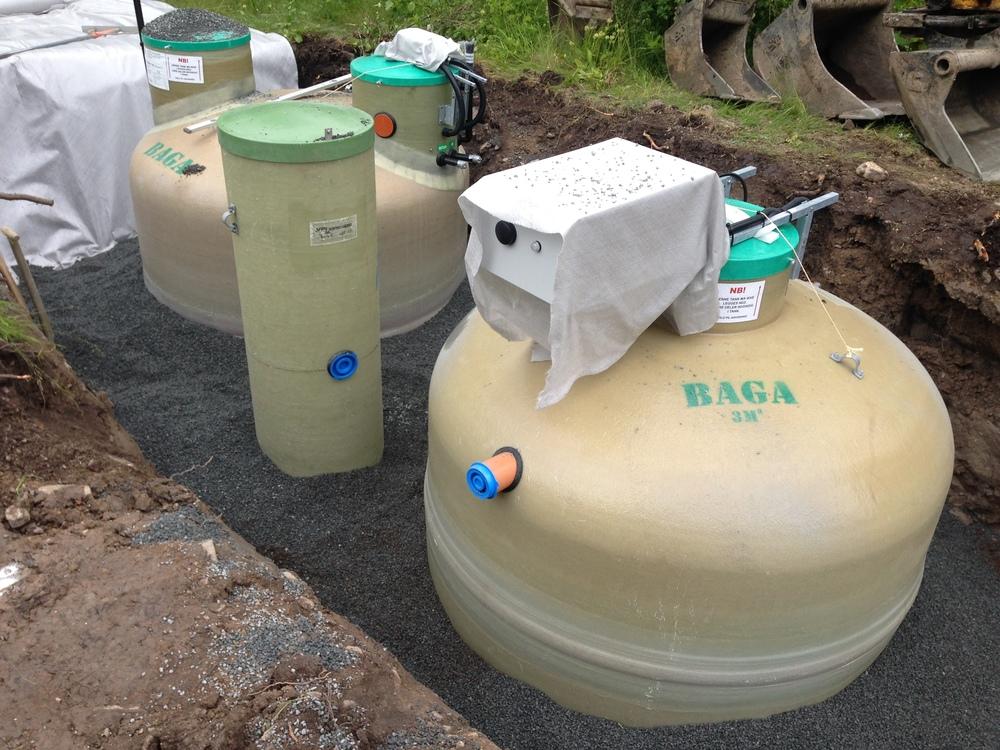 Slamavskiljare Baga Easy 4m3 med styrskåp och GSM övervakning. Baga Biotank 4m3. Pumpbrunn.