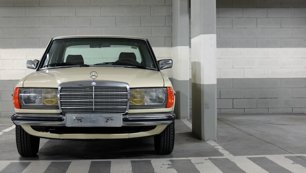 coolnvintage Mercedes-Benz W123 300D (57 of 59).jpg