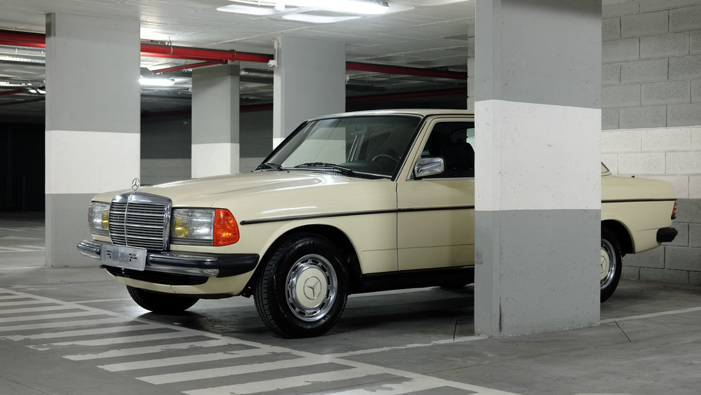 coolnvintage Mercedes-Benz W123 300D (58 of 59).jpg
