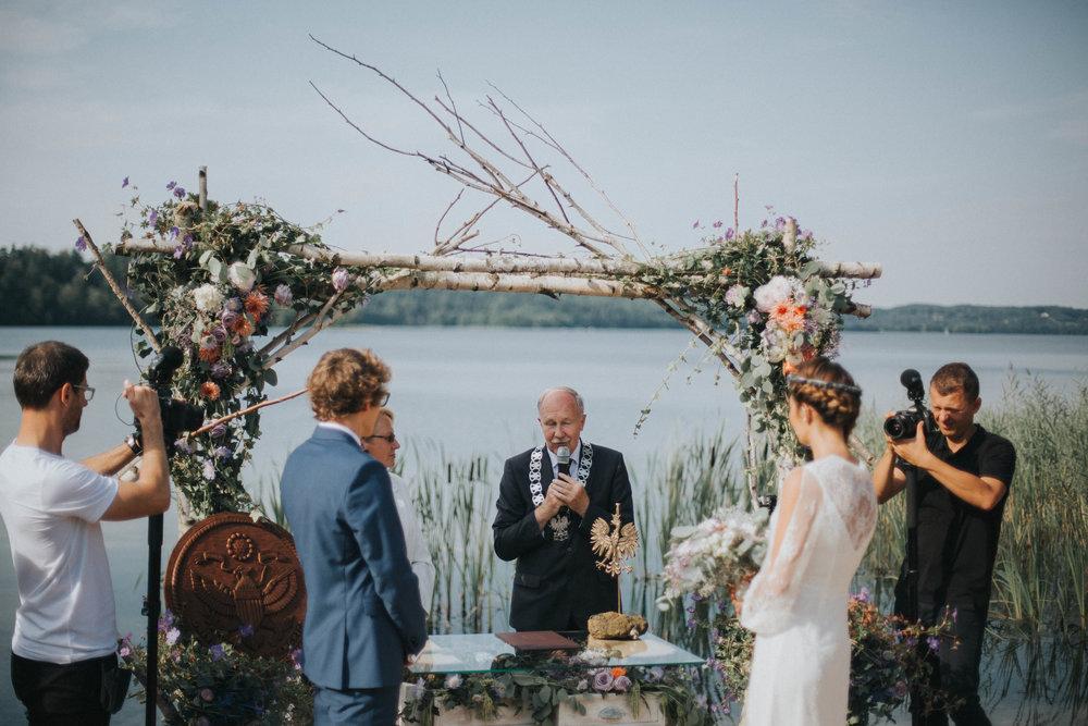 ceremonia ślubna Windy i Macieja i kamerzyści, którzy nie odstępowali ich na krok