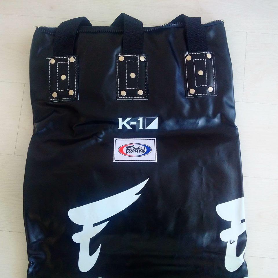 Onze nieuwe Fairtex bokszak met K-1 logo