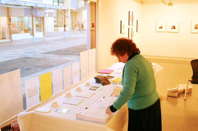 Marie-Renée Demelas+ bei der Vorbereitung meiner Ausstellung in der Galerie d'Art Contemporain de Mourenx | 2006
