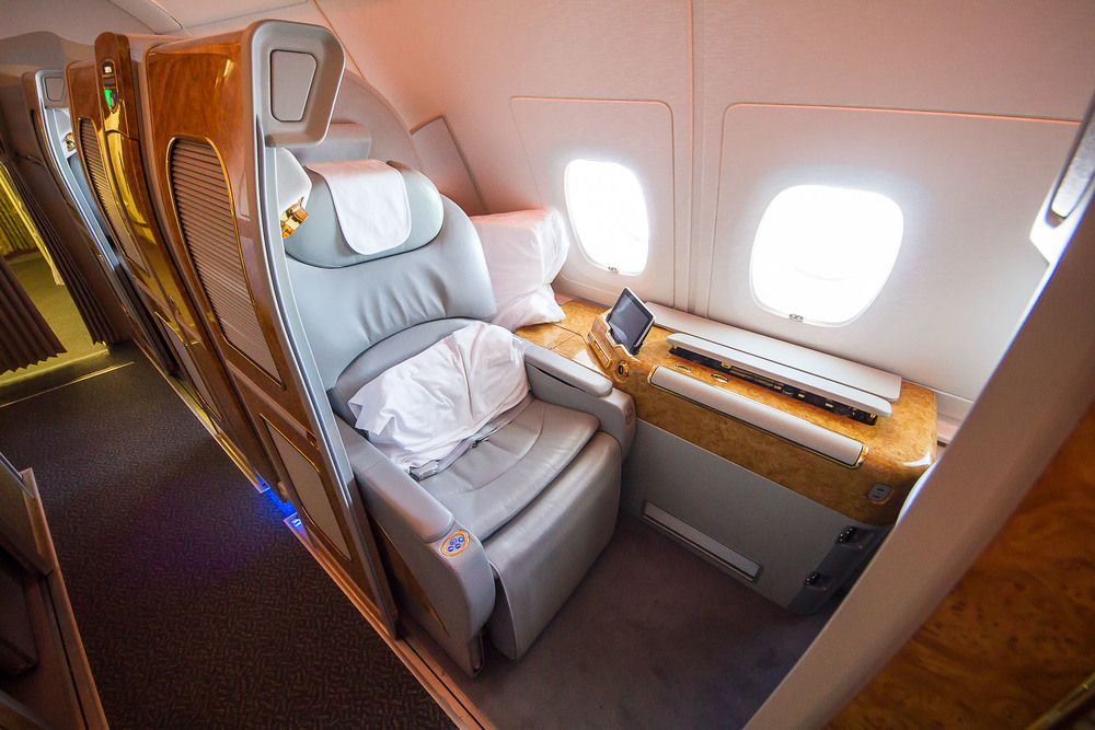 Emirates FC A380 1.jpg