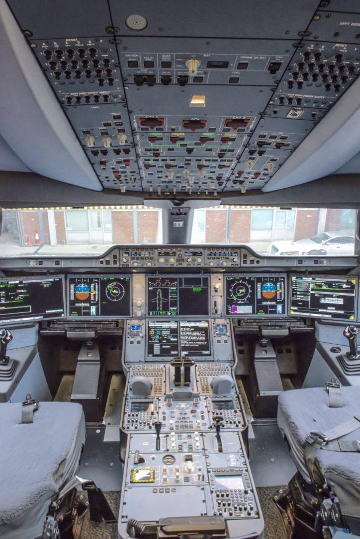 Finnair A350 XWB cockpit_1024.jpg