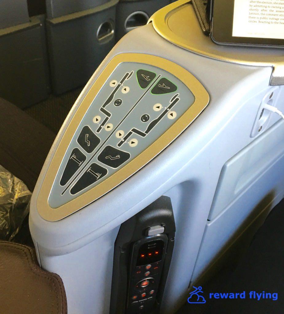 UA ORD-EWR Seat controls-1.jpg