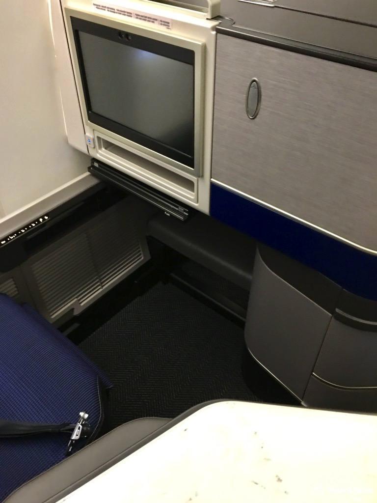 UA794 Seat Leg Room 1.jpg