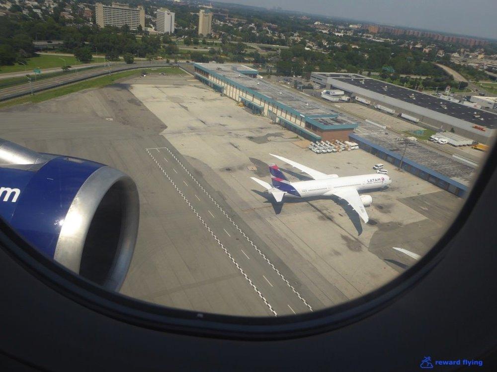 B6906 Scenic JFK LA1.jpg