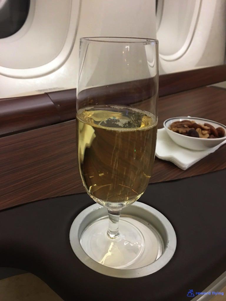 SQ25-1 Bev Champagne 1.jpg