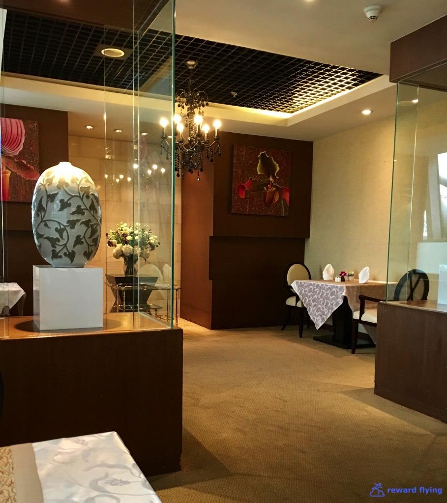 BKKRFL Room Dining 1.jpg