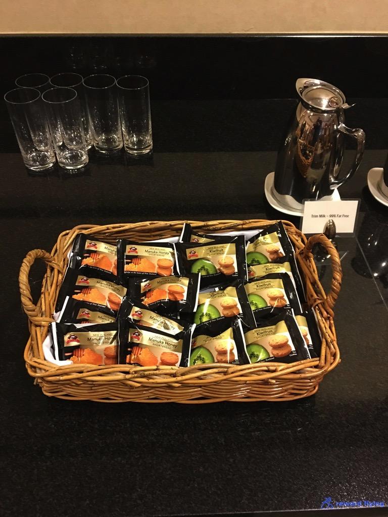 EK435 Lounge Food 6.jpg