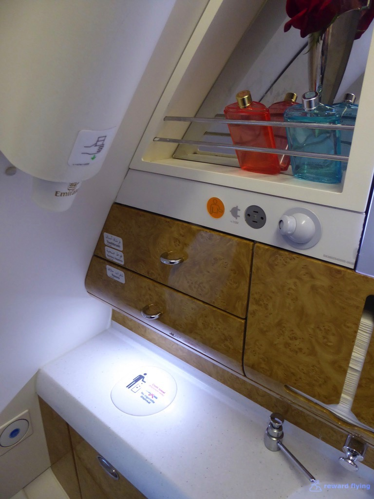 EK435 Cabin Lav 2.jpg