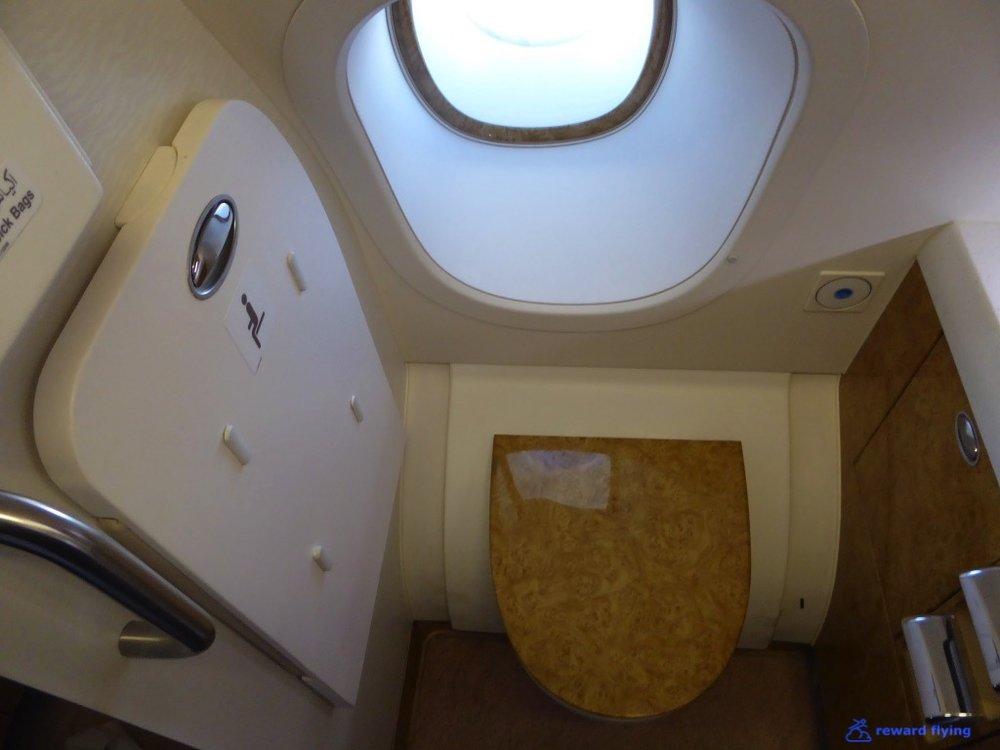 EK435 Cabin Lav 3.jpg