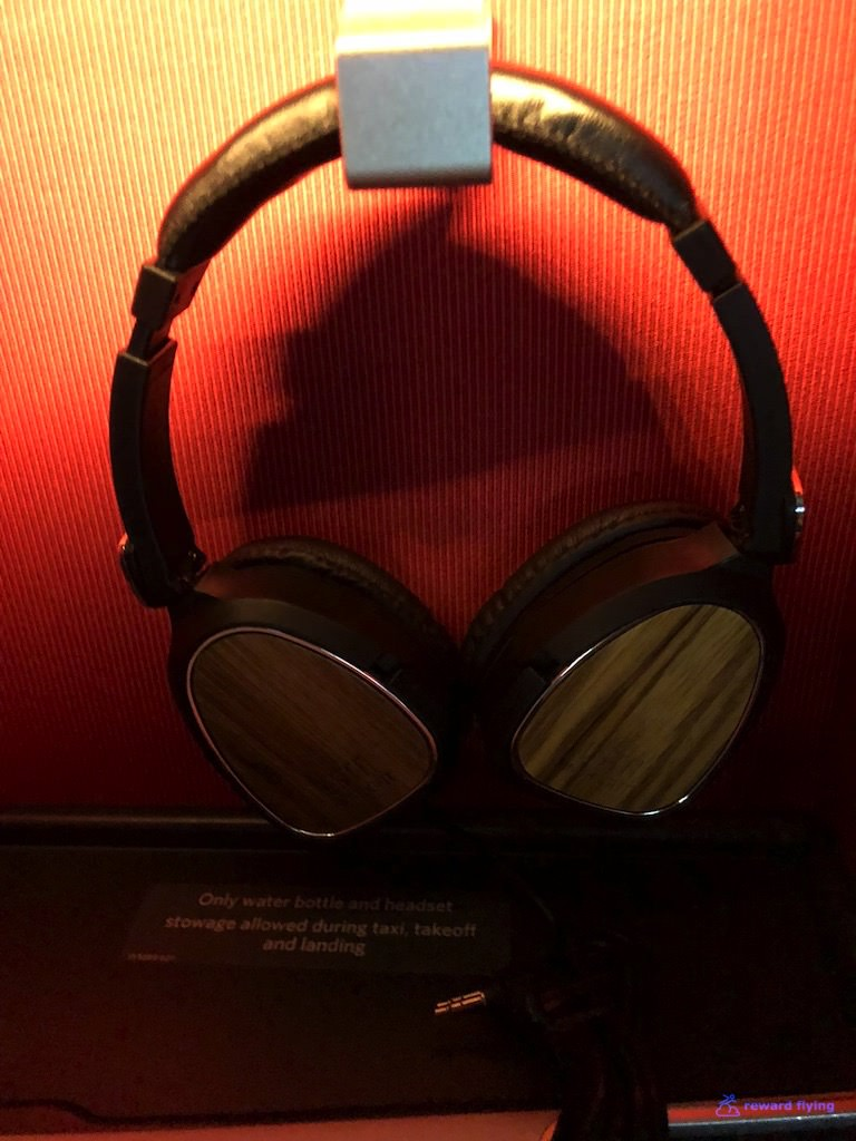 DL158 Amenity Headphones 2.jpg