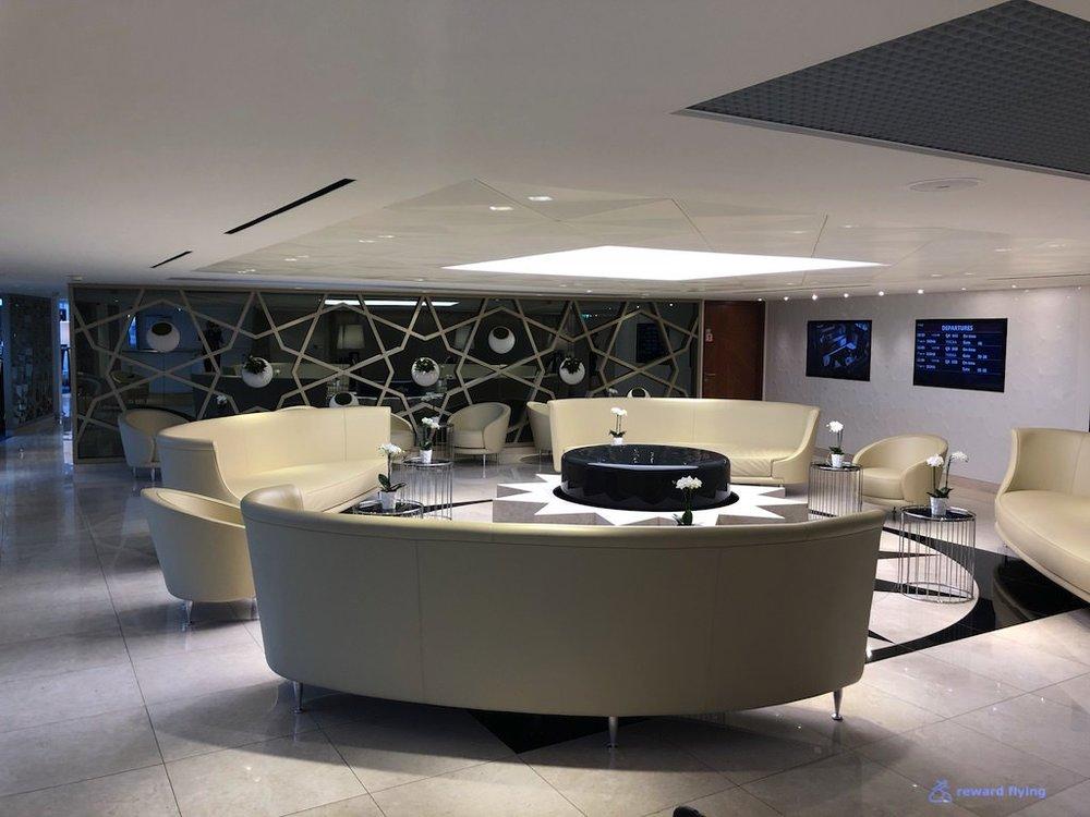 QR42 Lounge 1.jpg