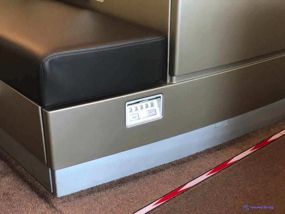 LH723 Seat Controls 2.jpg