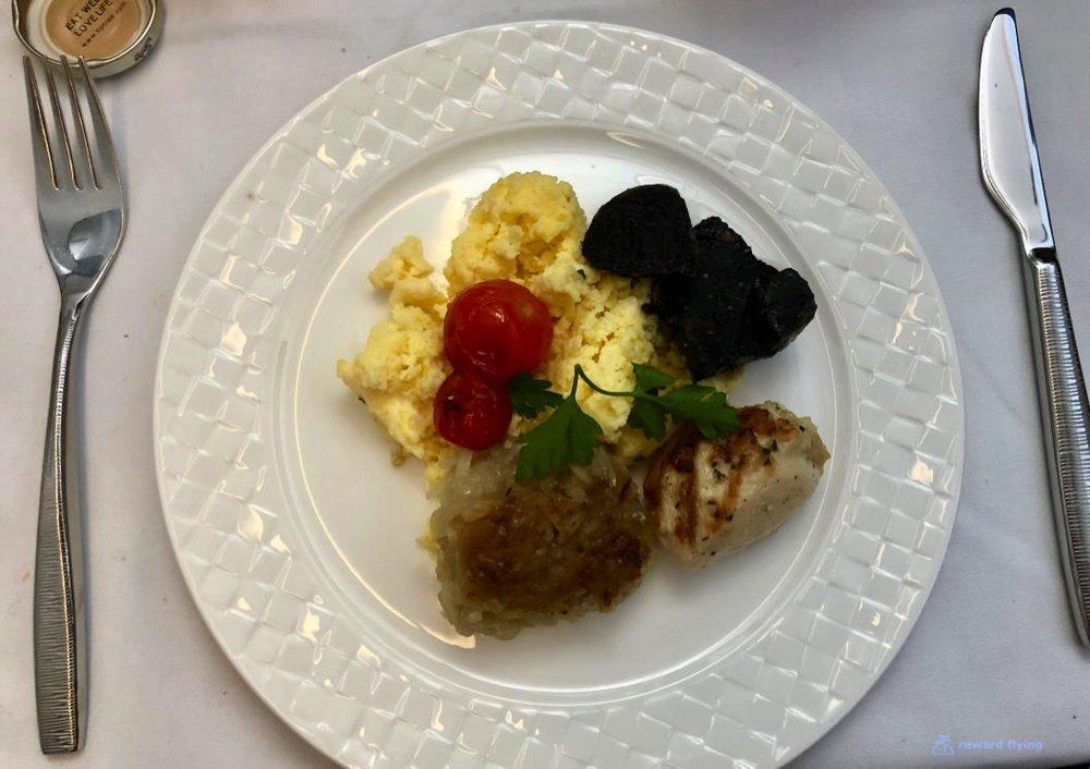 QR944 Food Brk 6.jpg