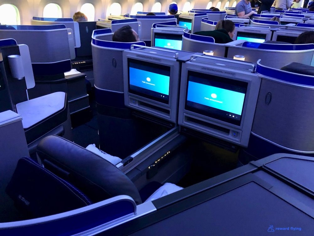 UA2418 Cabin Center Seats Forward.jpg