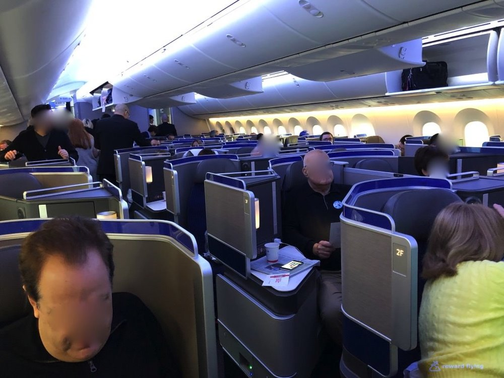 UA2418 Cabin Aisle Rear Blue Light.jpg