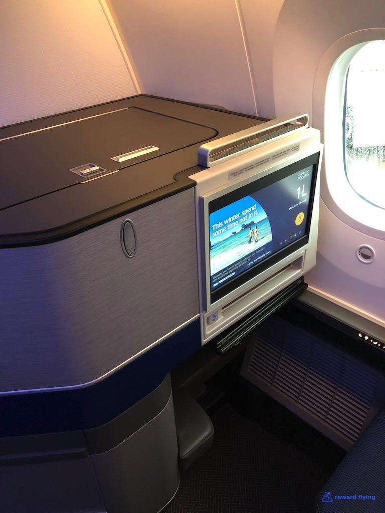 UA2418 Seat 1L 3.jpg