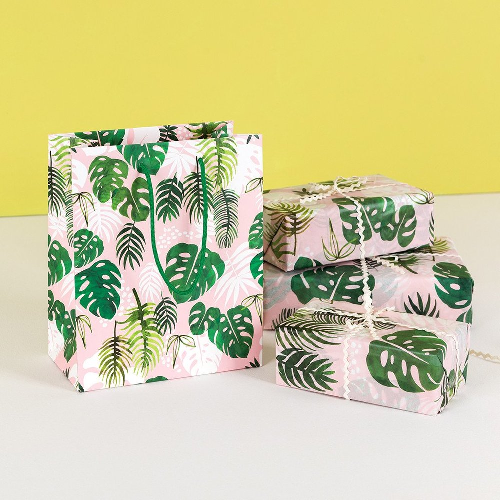 small-tropical-palm-gift-bag-28168-lifestyle.jpg