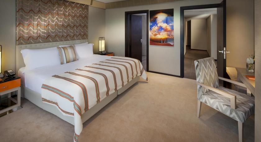 Pixelesque Photography in Acrylic in Jumeirah Beach Hotel