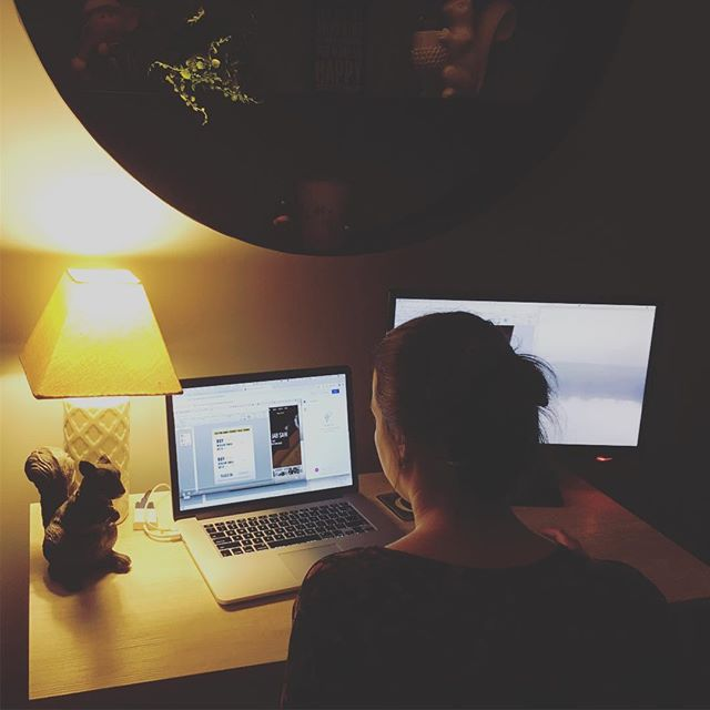 Burning the midnight oil. 💻  The life of a freelance designer.  Could you (or would you) work at night instead? 👍🏼👎🏼