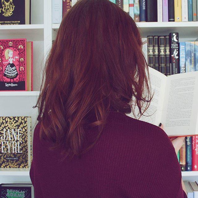 På lørdag smutter jeg til krimimesse i Horsens med min mageløse mutti. Hvis jeg udfordrer mit langsomme læsetempo, kan jeg potentielt nå at læse en enkelt krimi inden da, men hvilken skal det være? Nogle tips? Alle muligheder er åbne - på nær Jussi 😅📚💜 #bookstagram #igreads #bookpictures #booksbooksbooks #booksofinstagram #bookishlove #bogsnak #dklit #bogtid #odenselæser #krimitid