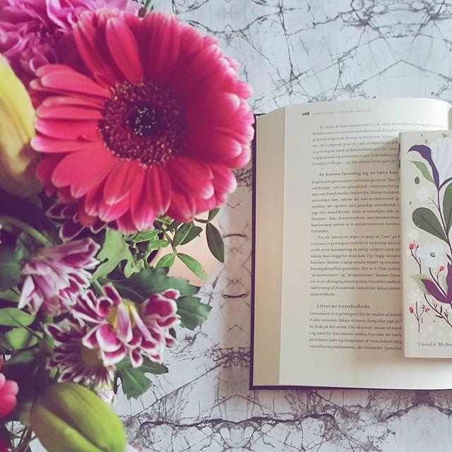"""Har du læst """"The Hating Game""""? Virkelig fremragende nobrainer med masser af humor og kærlighed 😍 Jeg hørte den som lydbog på Mofibo, så nu er hele hytten rengjort og påskeklar! #bookstagram #books #instabook #noseinabook #bookworm #igreads #bookpictures #booksofinstagram #dklit #bogtid #bogsnak #mofibo"""