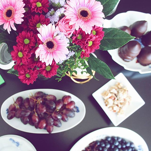 I dag savner jeg min lille bogklub 💖 Så som en sølle substitut planlægger jeg fremtidige snacks, jeg kan servere for de søde damer. For lad os bare indrømme det - valg af snacks er mindst lige så vigtigt som bogen! #flowersofinstagram #odense #mitodense #flowers #snacksofinstagram #hyggenygge #bedstebogklub #snacklife