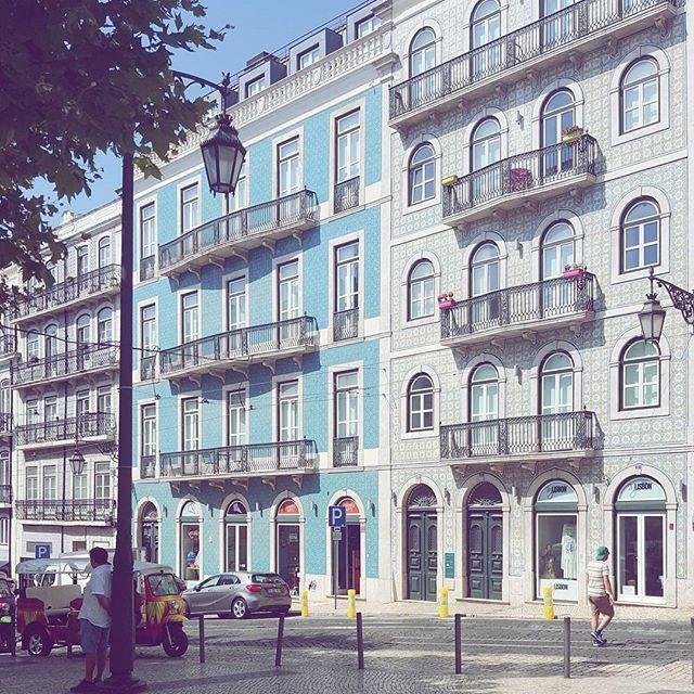 Fejrer verdens bedste @tinethorlin i vanvittigt varme Lissabon 🌼🌼🌼 40 freaking grader! #lisbon #lisboa #lissabon #igportugal #summer17 #summer2017 #travel #travelgram #instatravel