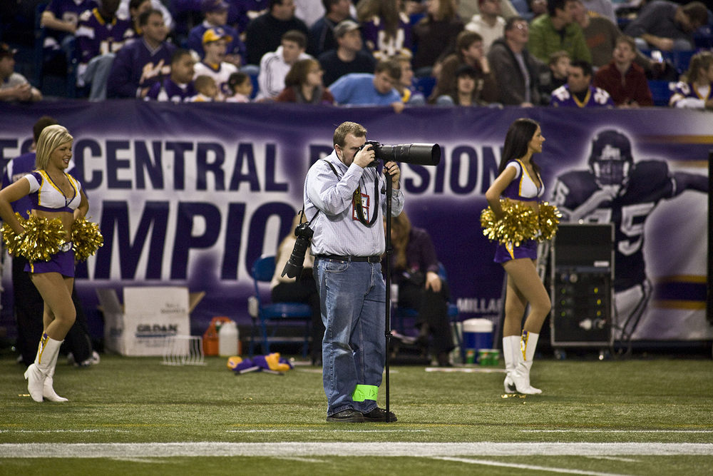 On the sidelines, photographing the Vikings vs. the St. Louis Rams Dec. 31, 2006, at Metrodome in Minneapolis. Photo courtesy of Robb Long Imaging.