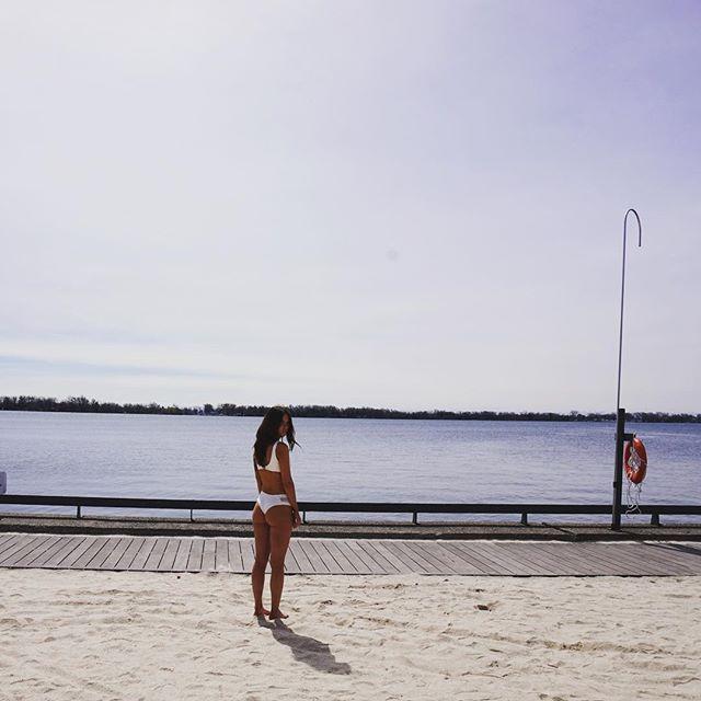White bikini ✔️ shop white bikinis at the link in our bio // www.peachybottomswim.com