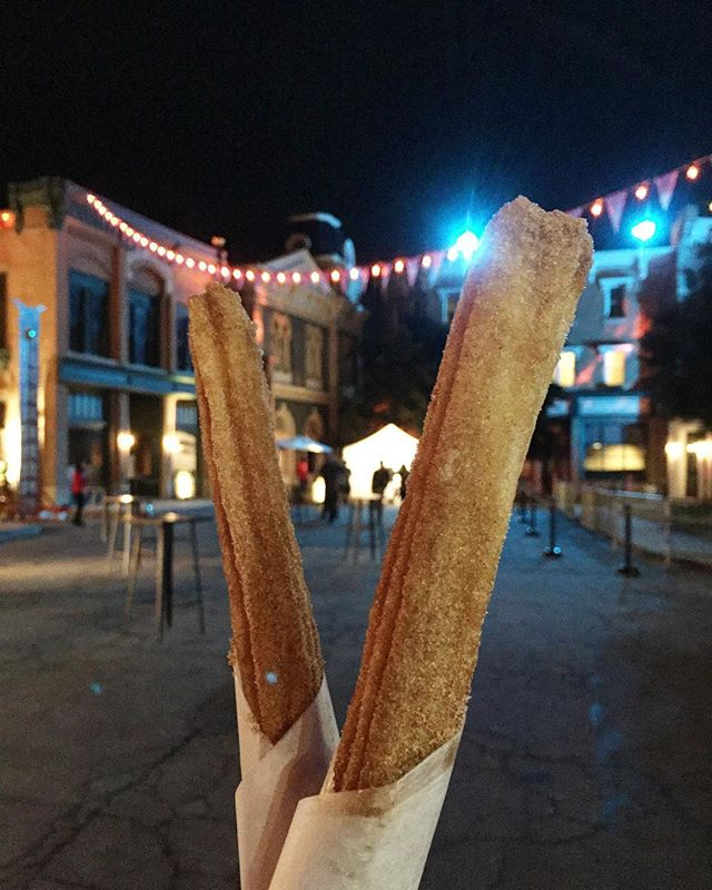 Churros are my all time favorite snacks at events. What do you like to snack on 😏 . . . . #tryitordiet #foodyfetish #churros #pretzels #tastemade #eventspecialists #frozenlemonade #LA #minutemaid #eventplanning #lovefoodextra #vendor #foodvendor #catering #insiderfood #losangeles #foodbeast #insider #thrillist  #churrolyfe #churro #festivals #concert  #foodnetwork #eater #hypebeast #eatingfortheinsta #laeats #churrocart