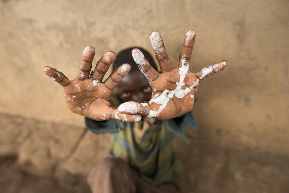 HelloWorld-Uganda-09159_hands in paint.jpg