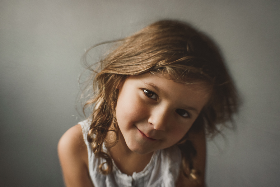child portrait in color shot with lensbaby sweet 35 window side natural light look in camera by anita perminova amsterdam portrait photographer