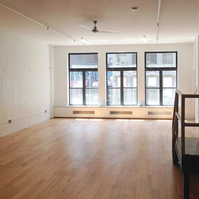 This TriBeCa loft is available for any creative minds to host pop ups, dinners, parties or musical events. Get in touch ✌🏽️ Avennu.com