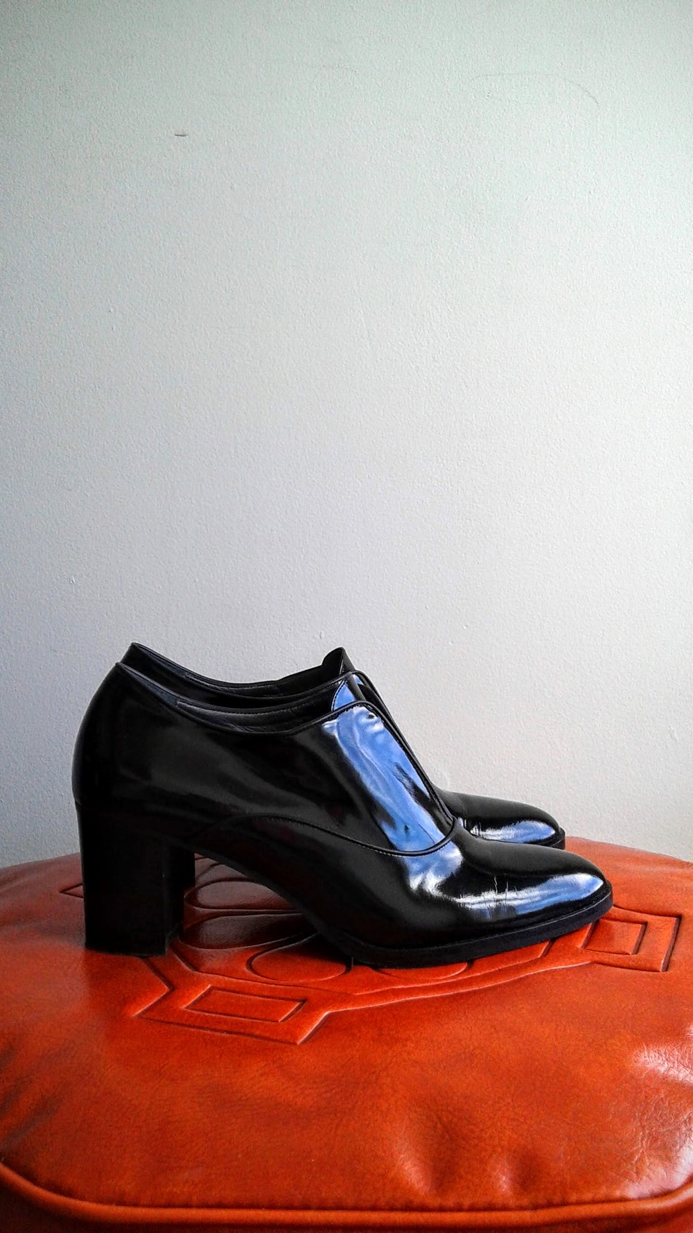 Navyboot shoes; S7.5, $110