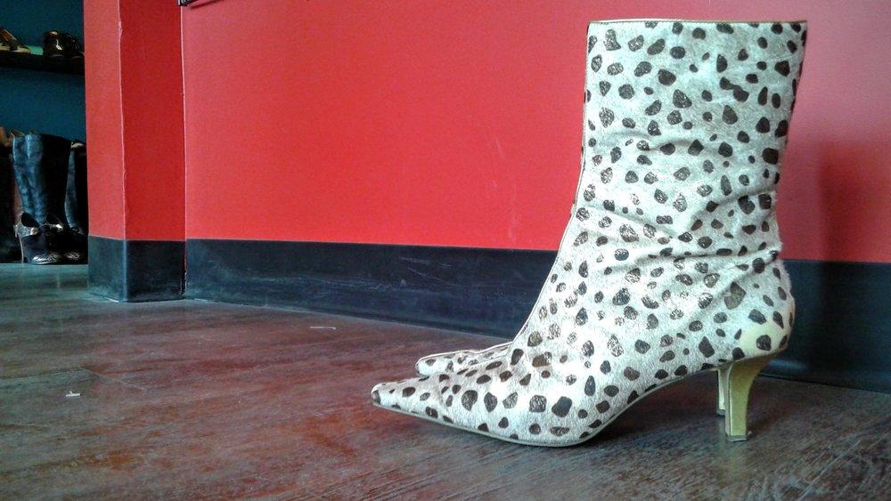 Bettye Muller Ann Marino boots; S7.5, $46