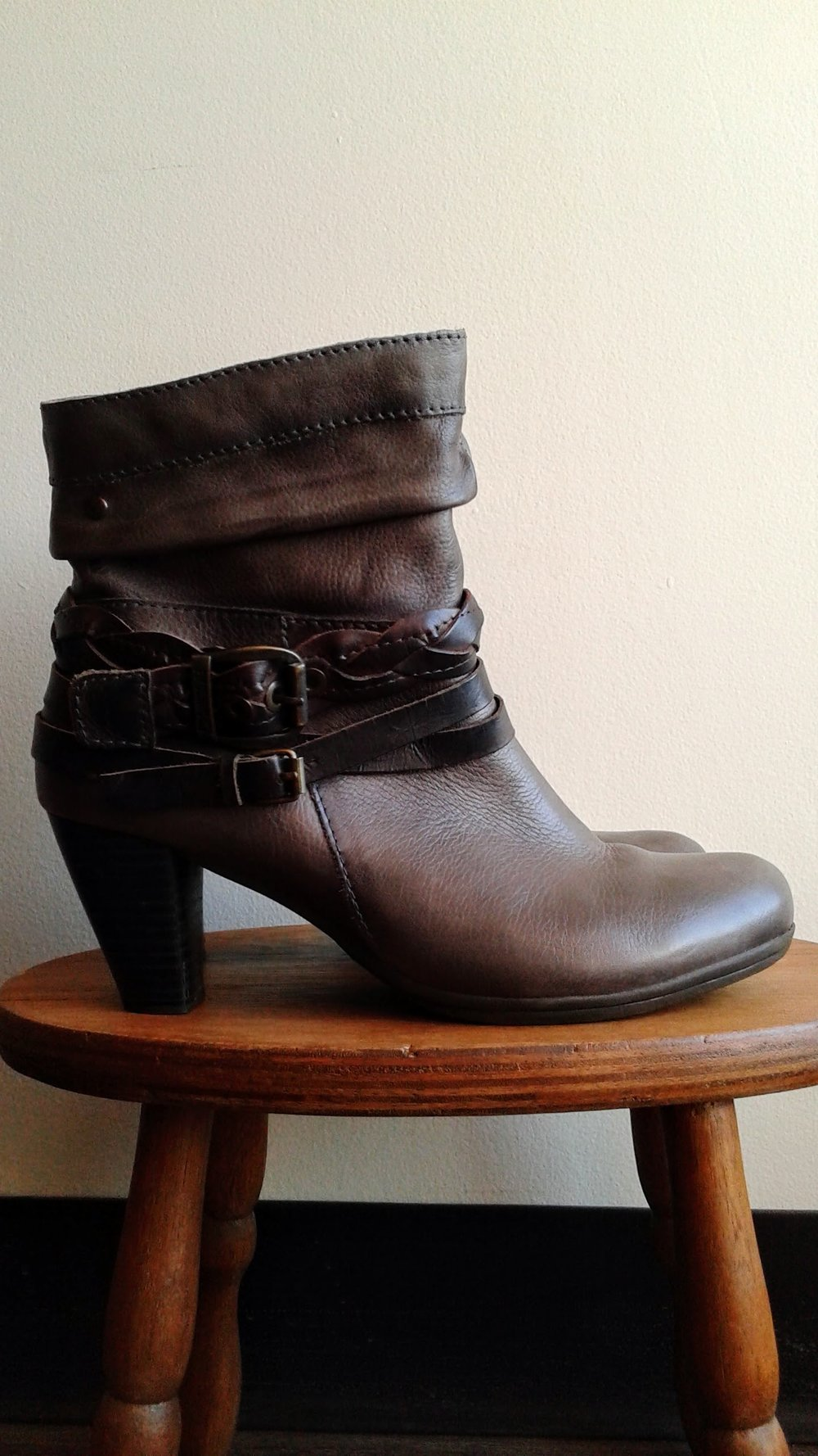 Pikolinos boots; S8.5, $95