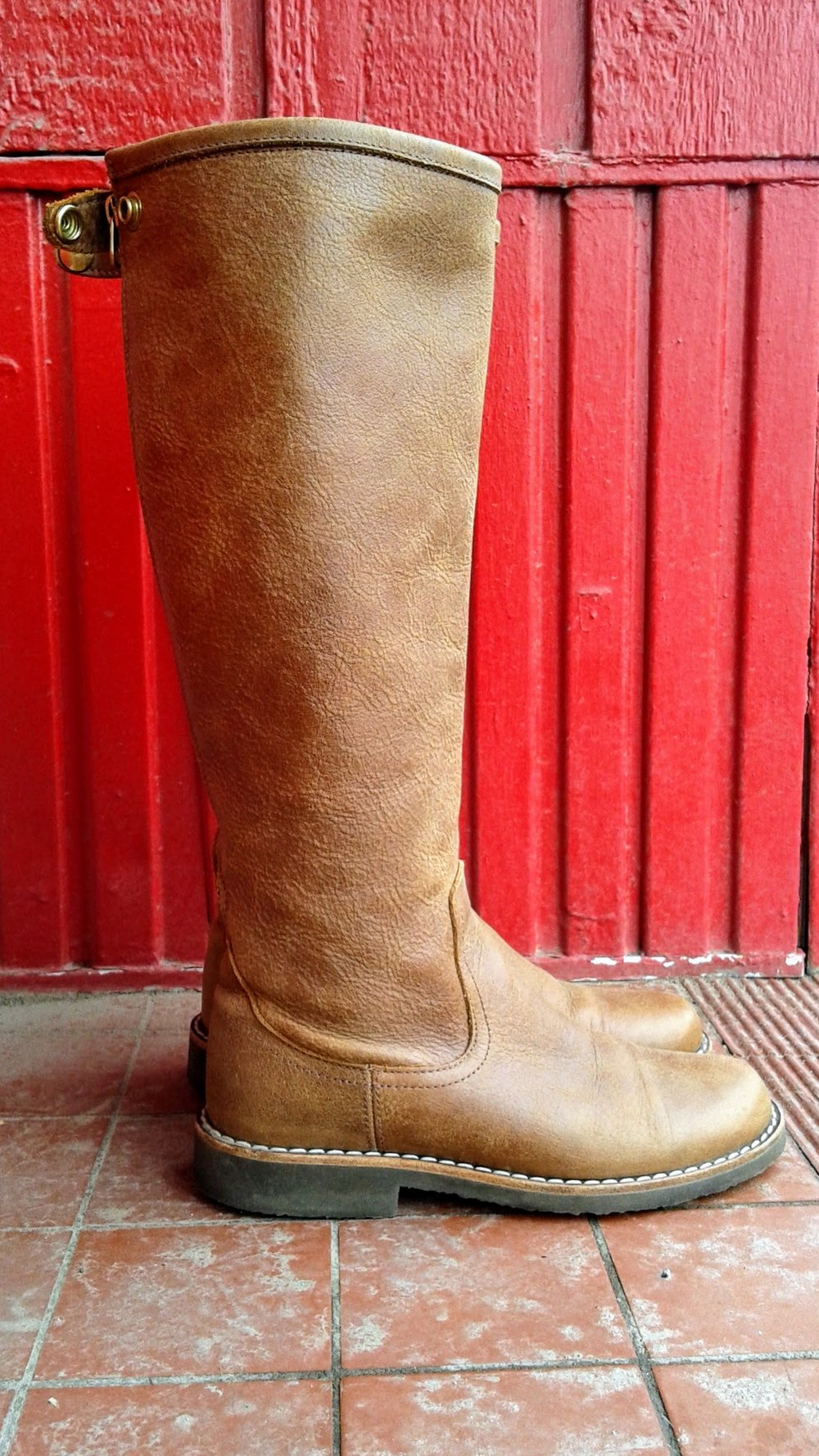 Roots boots; S7.5, $85