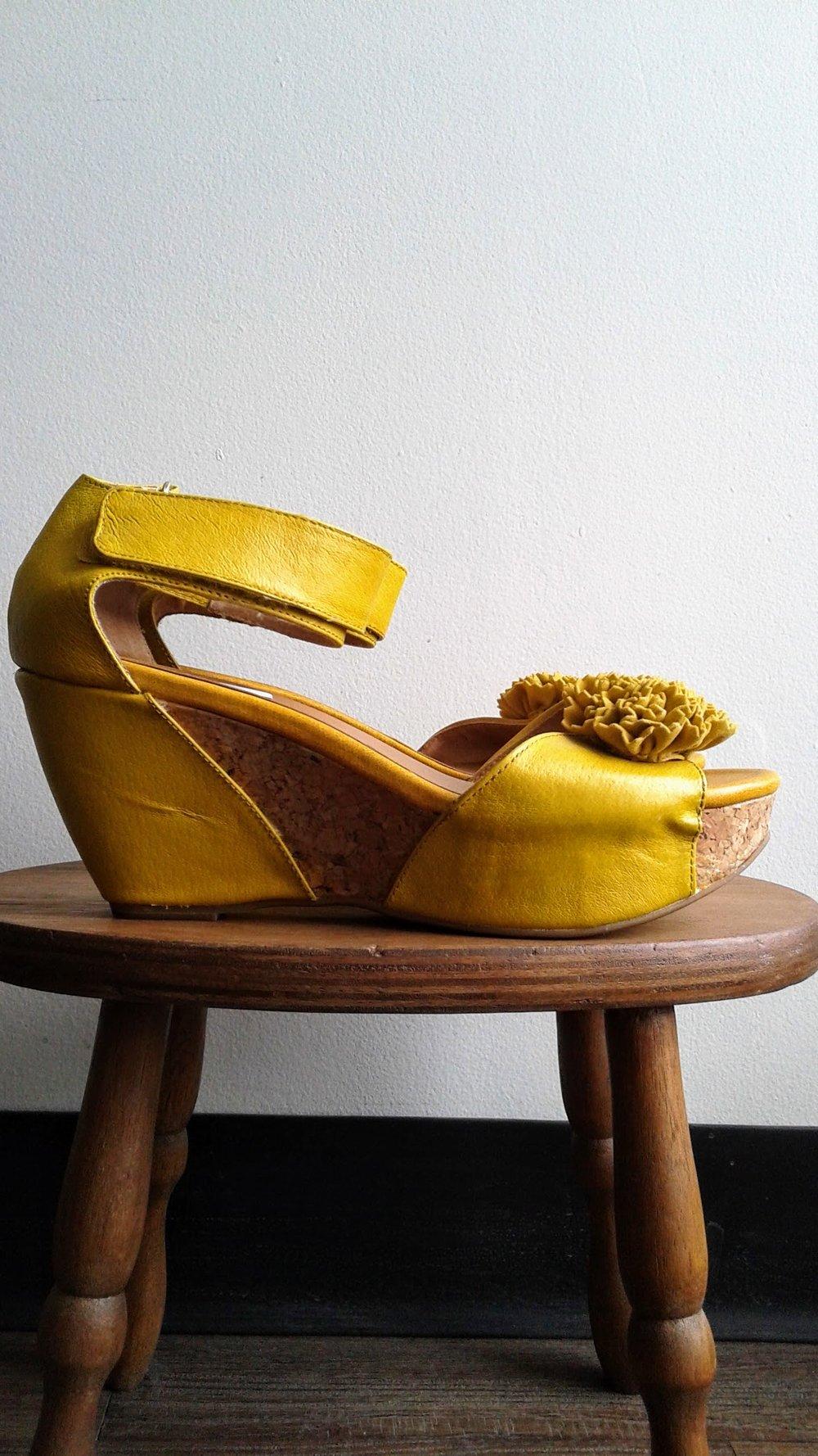Crown Vintage sandals; S9, $34