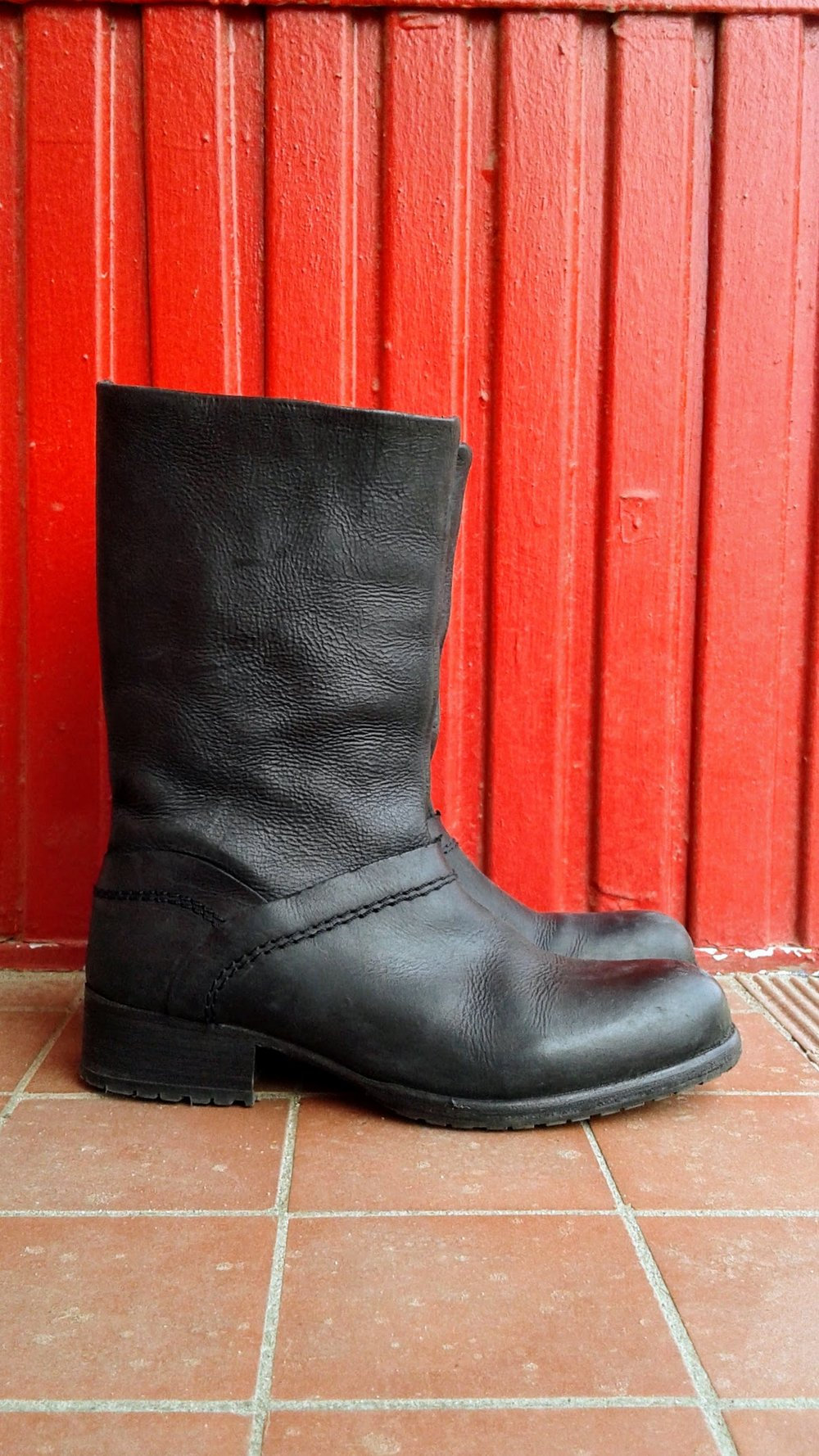 Gravitypope boots; S6, $60