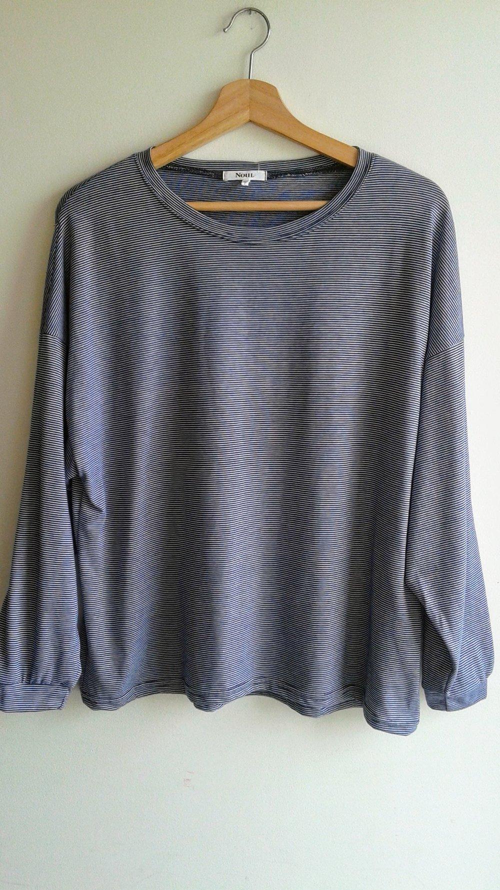 Noul top; Size M, $26