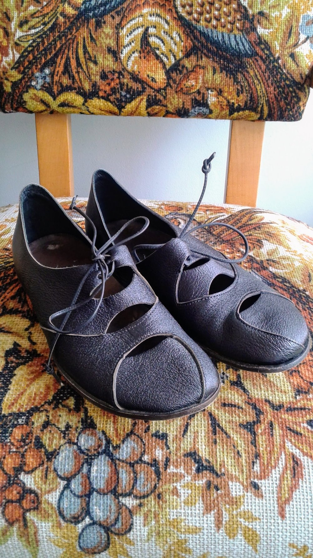 Cydwoq shoes (NWT); S6.5, $62