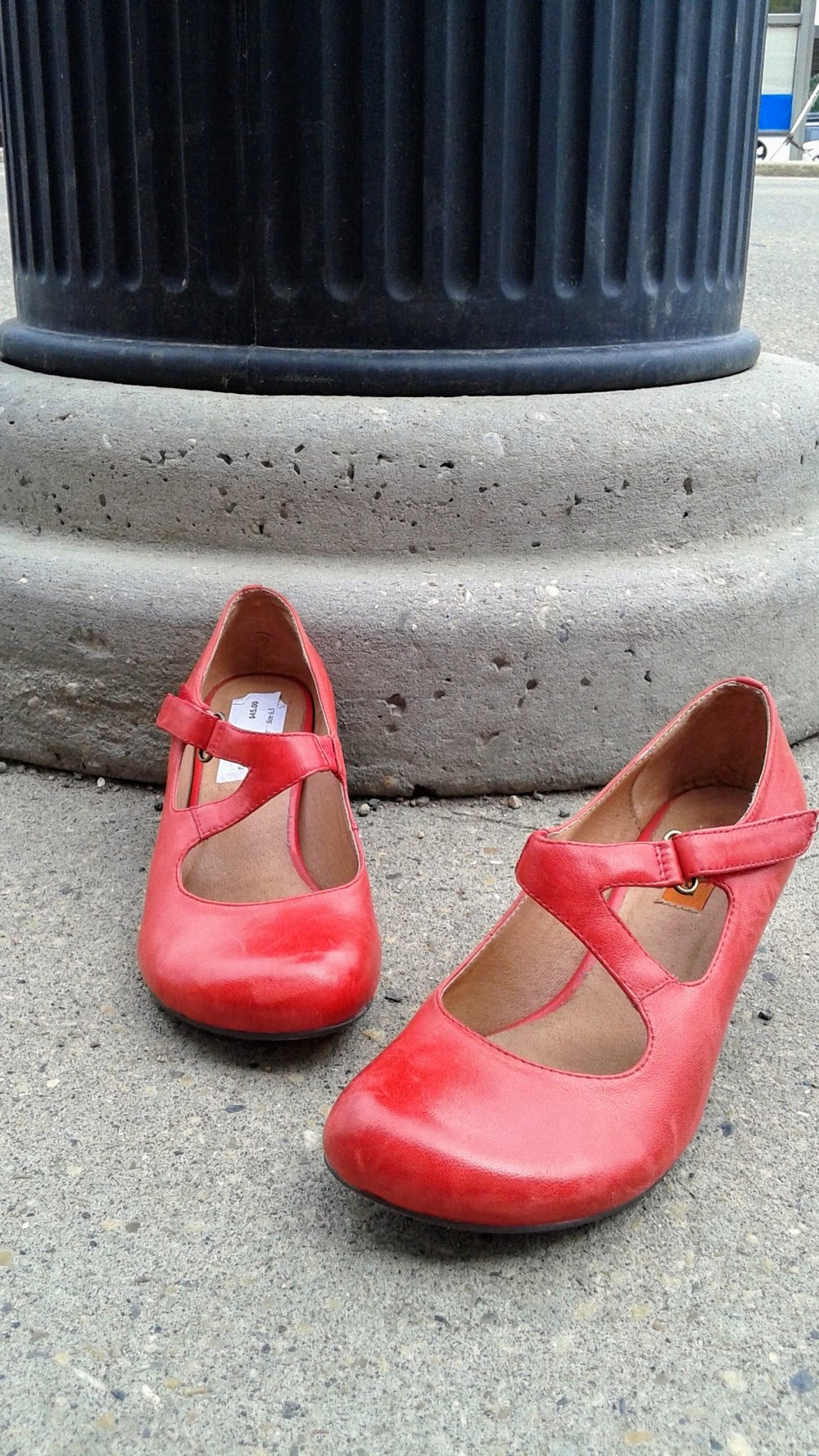 Miz Mooz shoes; S6.5, $45