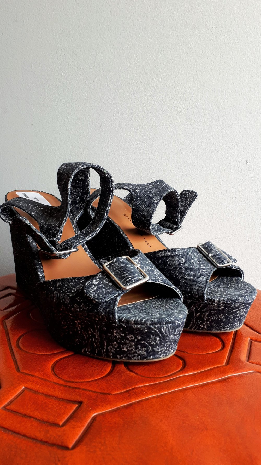 Gap shoes; S8.5, $26