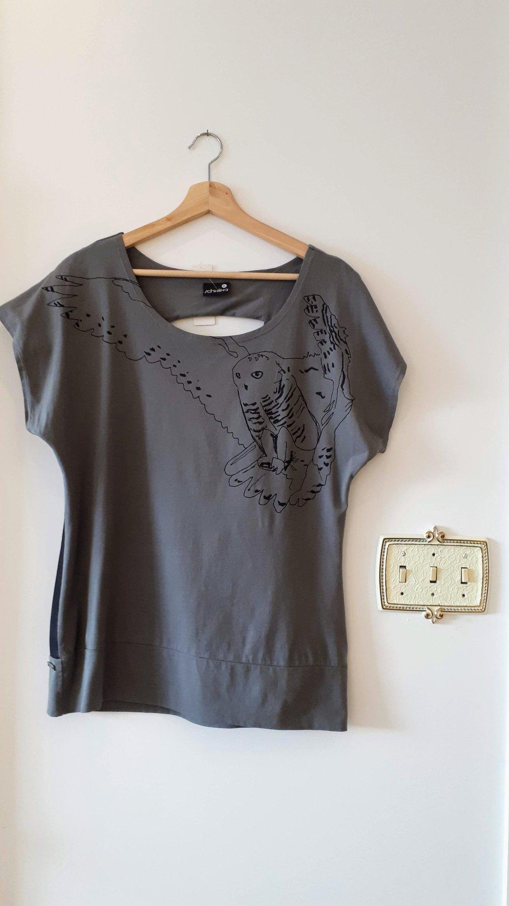 Schwiing top; Size XL, $28