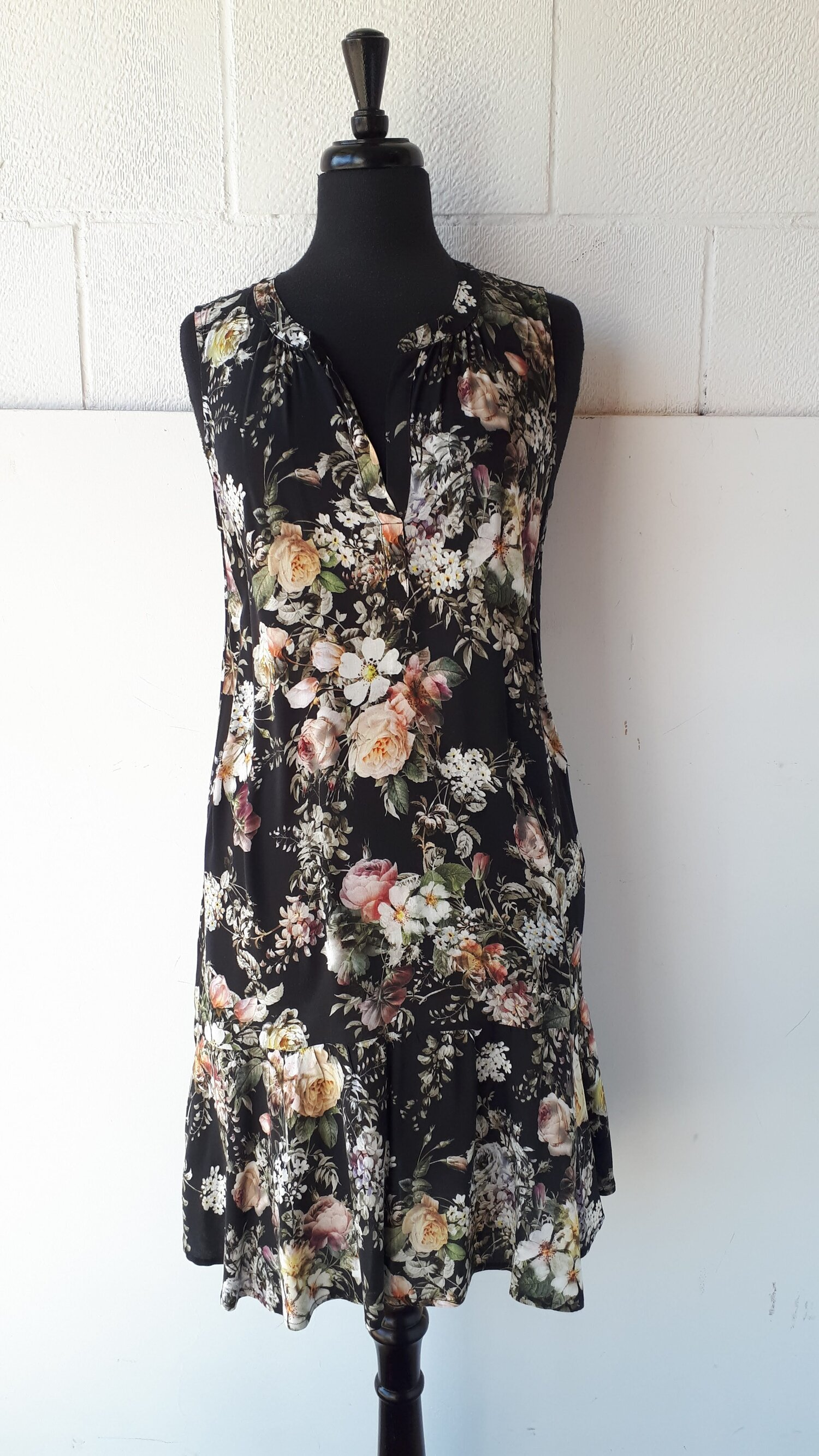 Bloom dress, Size M  Red Pony Consignment
